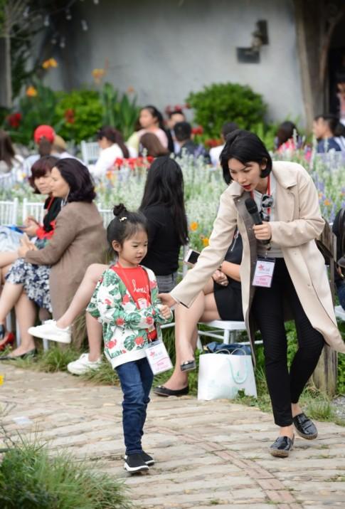 Gia đình Xuân Bắc lần đầu xuất hiện trên sàn diễn thời trang