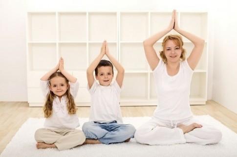 Giảm cân sau sinh hiệu quả với 5 bài tập yoga tại nhà