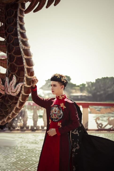 Gợi ý diện áo dài Tết sành điệu, trẻ trung từ hot boy Tân Ken
