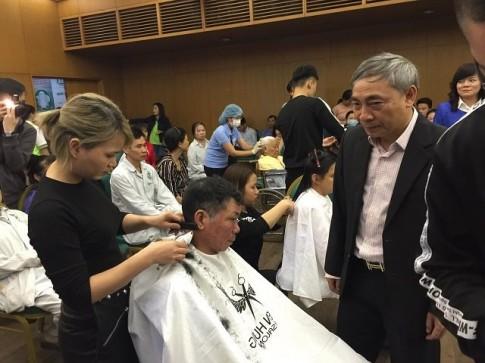 Hà Nội: 500 lượt bệnh nhân được cắt tóc gội đầu miễn phí
