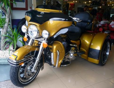 Harley Davidson Ultra Classic ba bánh ở Sài Gòn