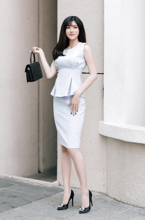 Học lỏm phong cách thời trang xuống phố của hotgirl Thủy Kimi