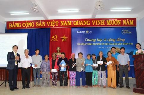Khám chữa bệnh miễn phí cho 500 người nghèo ở Phú Yên