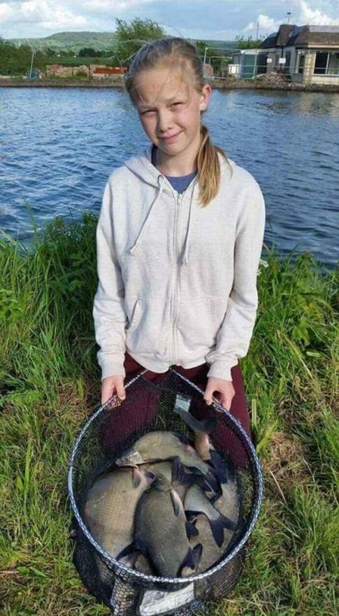 Không ai ngờ chai xịt khử mùi lại gây nên cái chết thảm cho bé gái 12 tuổi