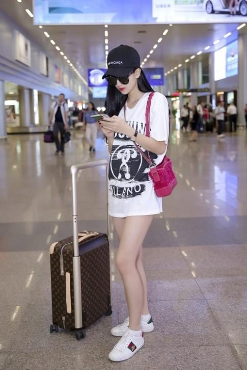 Kỳ Duyên đã mặc đẹp đến mức được Hà Thu 'copy' thời trang sân bay rồi sao?
