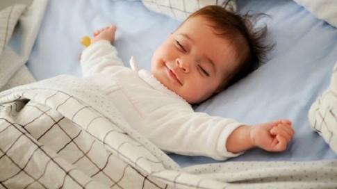 Làm thế nào để rèn cho bé tự ngủ ngon giấc?