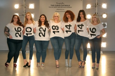 Lần đầu tiên tại London Fashion Week, người mẫu 'cỡ lớn' đánh bật mọi định kiến về ngoại hình