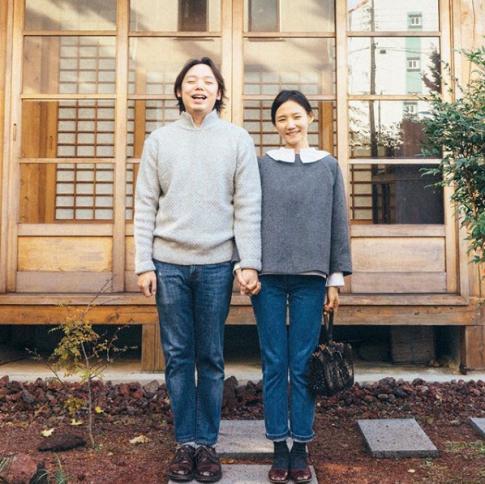 Mặc đồ đôi xuống phố ngày đông 'xịn' như cặp đôi blogger hot nhất Hàn Quốc