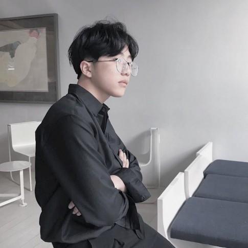 Mẹo diện sơ mi như mỹ nam Hàn từ em trai sinh năm 2002 của Nicky-Monstar
