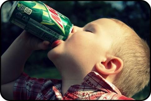 Mẹo giúp trẻ từ bỏ nước ngọt có gas