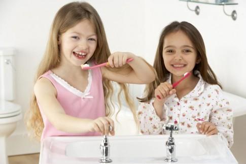 Mẹo nhỏ giúp mẹ dạy con đánh răng nhàn tênh