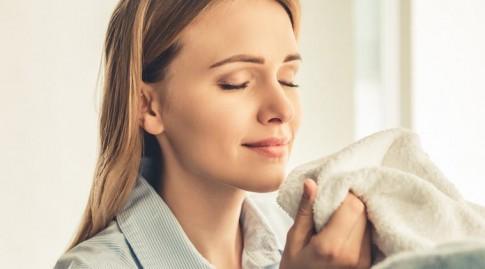 Ngửi quần áo... bẩn của người yêu có thể giúp giảm stress