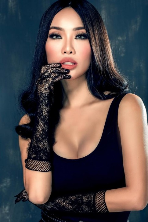 Nhan sắc và gu thời trang bình thường thế này thì Kiko Chan đừng so sánh mình với Hà Hồ