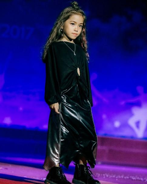 """Nhờ mẹ 9x """"chiều hết cỡ""""- nhóc tỳ 6 tuổi đã trở thành Fashionista nhí"""