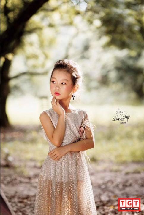 Nhóc tỳ 8 tuổi Hà Thành sành điệu như Fashionista