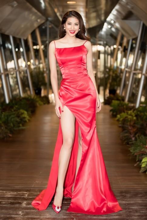 Những chiếc đầm màu đỏ xuất sắc nhất của mỹ nhân Việt mà nhìn thôi cũng thấy may mắn cả năm