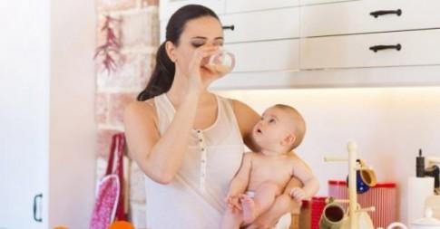 Những quan niệm sai lầm về ăn uống sau sinh khiến bác sĩ phát hoảng