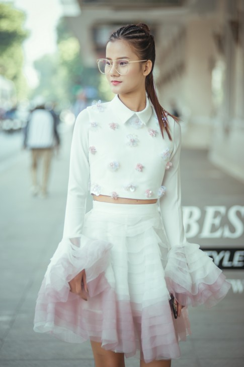 Quán quân Next Top Model Hương Ly cùng 'phiên bản nhí' gây ấn tượng với street style nữ tính tại VIFW 2017