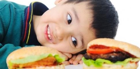 Sai lầm của mẹ khi cho con ăn sáng khiến bé giảm trí thông minh
