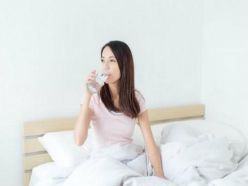 Sai lầm khi uống nước khiến sức khỏe tụt dốc nghiêm trọng