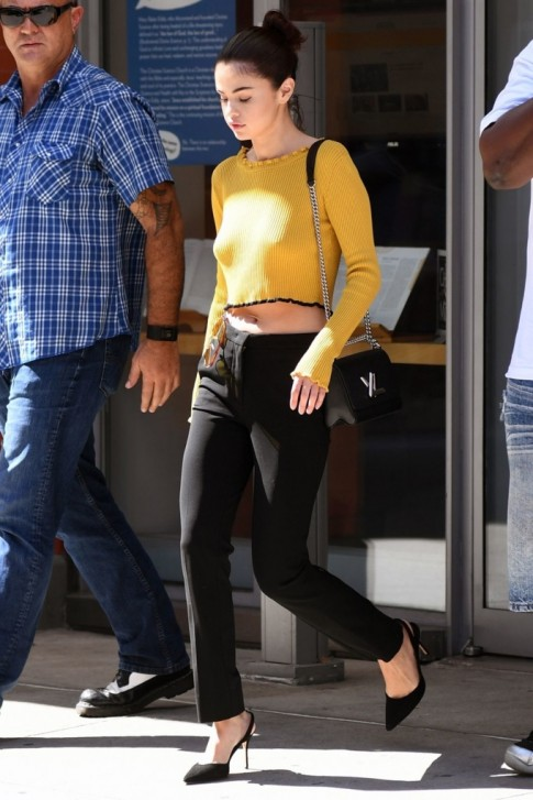 'Thả rông' mà mặc đẹp như Selena Gomez hay Kendall Jenner thì không phải ai cũng làm được
