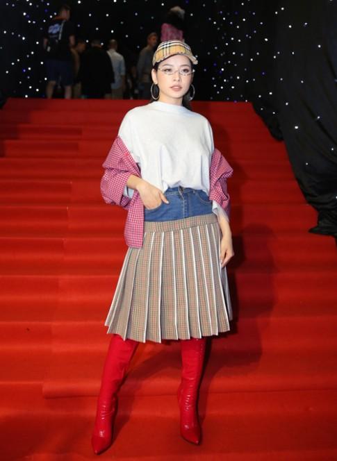 Thảm đỏ VIFW: Chi Pu diện đồ khó hiểu, Angela Phương Trinh khiến cả dàn sao lu mờ