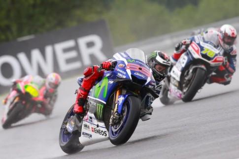 Theo Lorenzo, anh có thể đã về đích thứ ba hay thậm chí là thứ hai nếu không gặp vấn đề về lốp xe