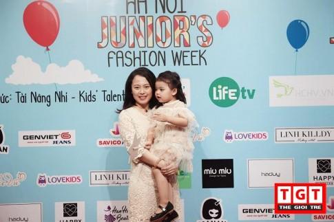 Thời trang Ellie Vu cùng bộ sưu tập đặc biệt trong Tuần lễ thời trang trẻ 2017