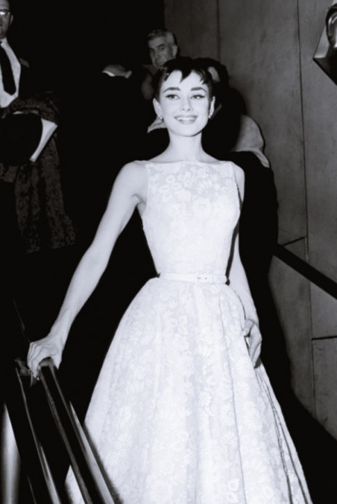 Top 15 chiếc váy có giá từ 3 đến 104 tỷ đồng trên thảm đỏ
