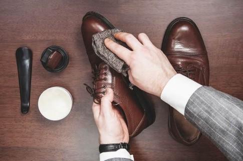 Top đồ dùng chăm sóc giày da nam không thể thiếu