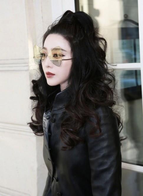Trang điểm diện đồ như 'superwoman', Phạm Băng Băng trở thành tâm điểm show diễn của Louis Vuitton