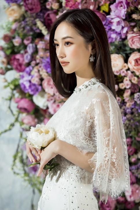 """Từ """"lạnh như băng"""", Jun Vũ hoá quý cô gợi cảm nhờ váy xuyên thấu"""