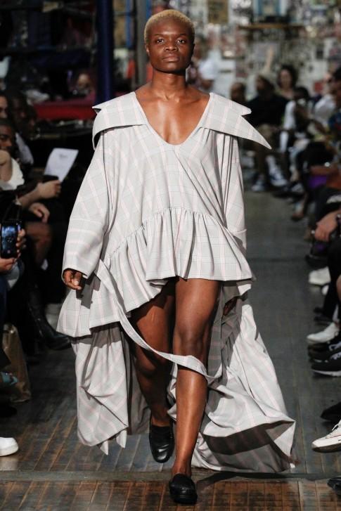 Xoắn óc với những mẫu trang phục không biết phải mặc thế nào tại Tuần lễ thời trang New York