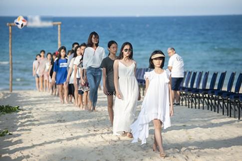 Xuân Lan chi 2 tỷ đồng làm show thời trang trẻ em bên bờ biển