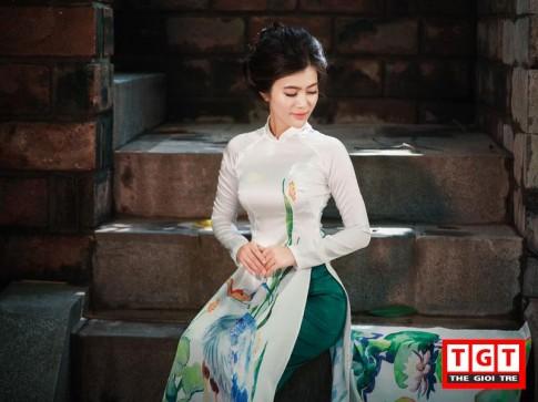 Bà mẹ một con Hà Thành kiều diễm như mỹ nữ tuổi đôi mươi trong tà áo dài xưa