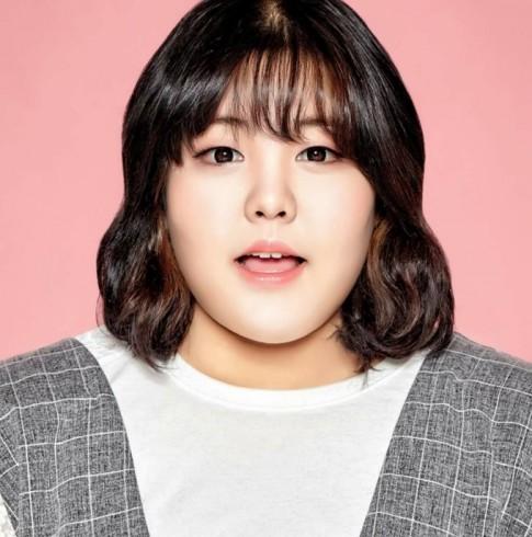 Béo gấp đôi người yêu nhưng 'thánh ăn' Hàn Quốc vẫn có gout thời trang chẳng thua cô gái nào