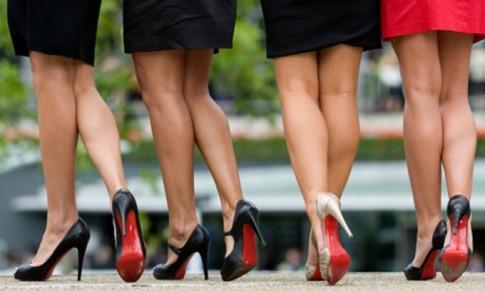 Bí mật giày đế đỏ quyến rũ một nửa thế giới của Christian Louboutin đã được 'bật mí'