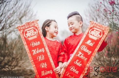 Cặp mẫu nhí siêu đáng yêu với áo dài đón Tết Đinh Dậu