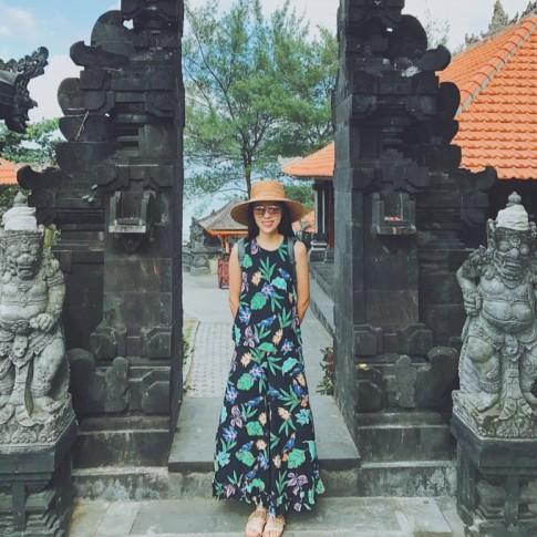 #CELEBICON 8/7: Minh Tú sexy đến 'nghẹt thở', Thanh Hằng chuẩn style vintage