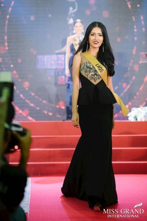 Chân dung NTK Việt đứng sau bộ trang phục dạ hội lộng lẫy của Miss Grand Lào 2017