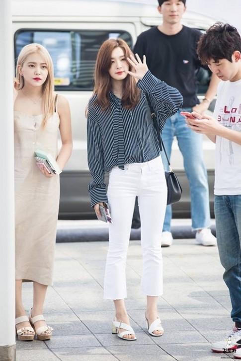 Có ai như Red Velvet, tất bật ra sân bay nhưng vẫn mặc đẹp 'không chịu nổi'