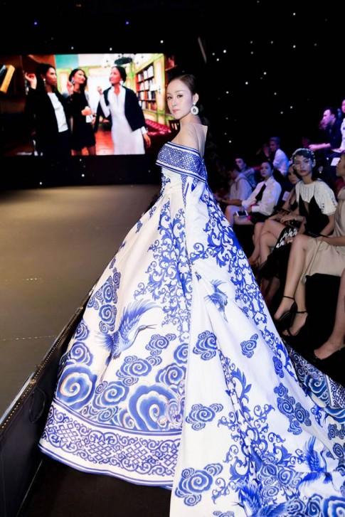 Đại diện Việt Nam chọn váy của Bà Tưng làm trang phục dân tộc tại Nữ hoàng Sắc đẹp Toàn cầu