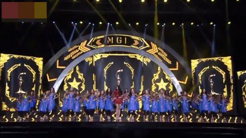 'Đắng lòng' áo dài cách tân được tung hô trên sân khấu Hoa hậu Hòa bình Quốc tế 2017