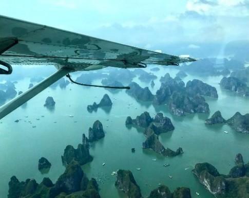 Đạo diễn phim Kong trở lại Hạ Long bằng thuỷ phi cơ