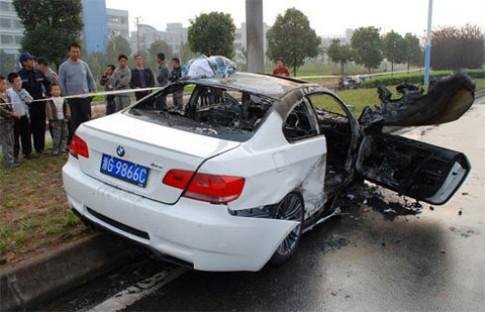 Đua xe trên phố, BMW M3 và Porsche 977 tan nát