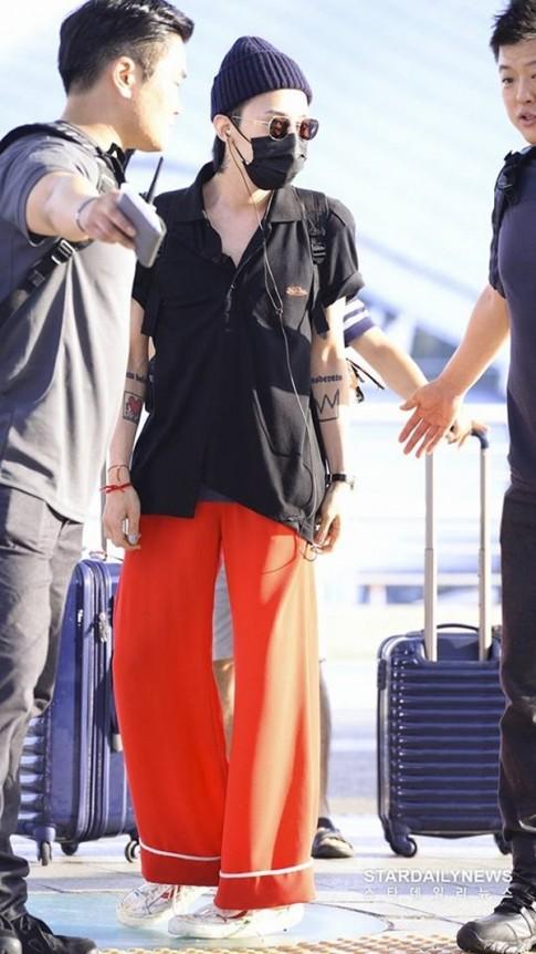 Fan hoang mang khi thấy thần tượng G-Dragon mặc 'quần ngủ' ra sân bay