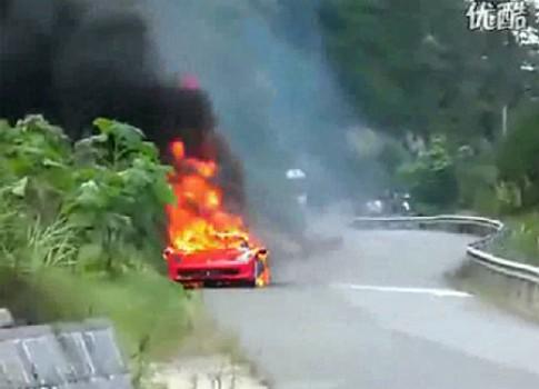 Ferrari triệu hồi siêu xe 458 Italia