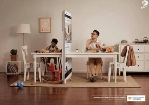 """Hình ảnh đáng suy ngẫm về cha mẹ """"thời đại smartphone"""""""