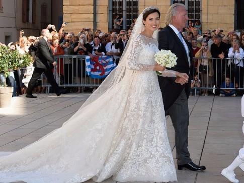 Hoa mắt với váy cưới ấn tượng của các cô dâu Hoàng gia khắp thế giới