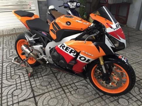 Honda CBR1000RR Repsol độ đơn giản nhưng hút hồn với ống xả Racefit đầy uy lực